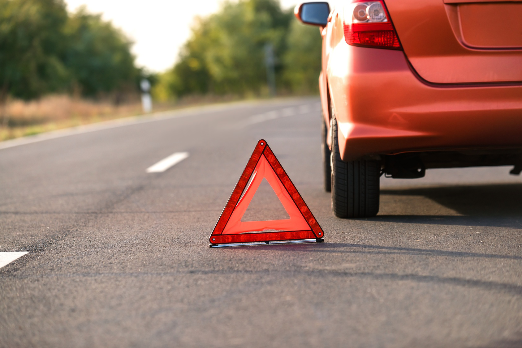 Deal With Roadside Emergencies With These Steps & Your Auto Insurance